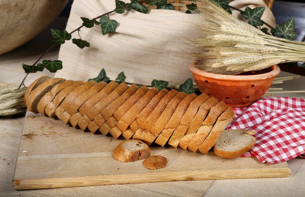 Kruh polubijeli narezani 650g (pakirani)